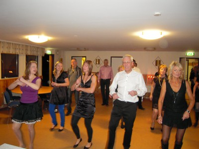Gotlands Revisionsbyrå provar på linedance